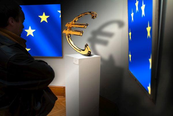 eu euro statue